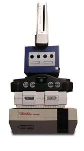 Einige Nintendo Konsolen im Größenvergleich.