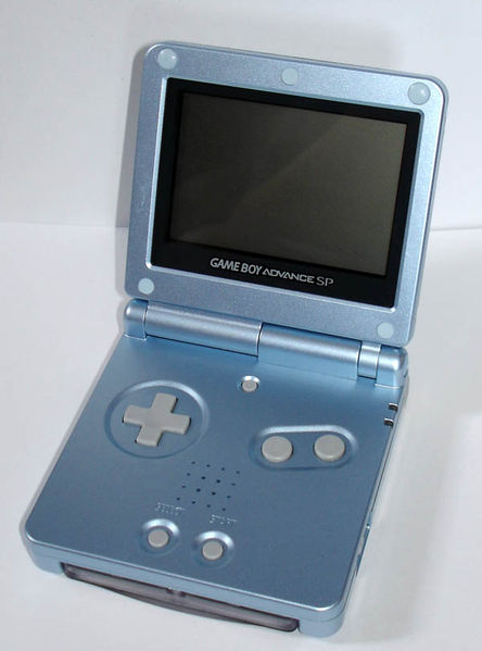 Der GameBoy Advance SP in der Farbe blau.