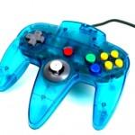 Ein Nintendo 64 Controller in der Farbe blau.